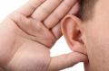 Symbolbild für Stille mit Hand am Ohr